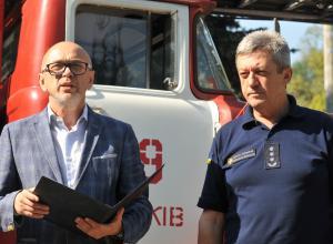 Харківський тракторний завод передав службі з надзвичайних ситуацій пожежну машину з 30-метровою драбиною