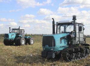 ХТЗ представив трактор з двигуном FPT-Iveco і оновлену гусеничну модель